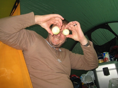 Paul tries onions for eyes…