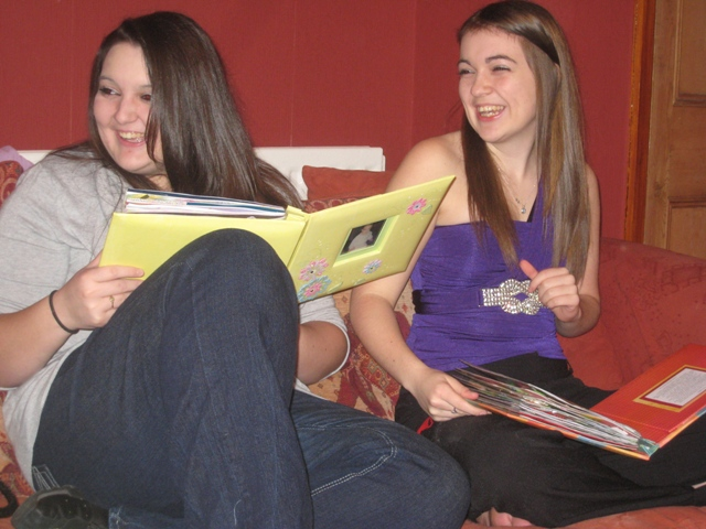 Katie and Carlie open the scrapbooks Tracy made for them