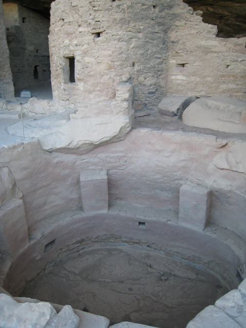 Kiva with open roof showing general structure…